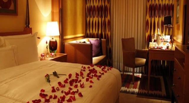 turkish-hotel-room-flowers-bed